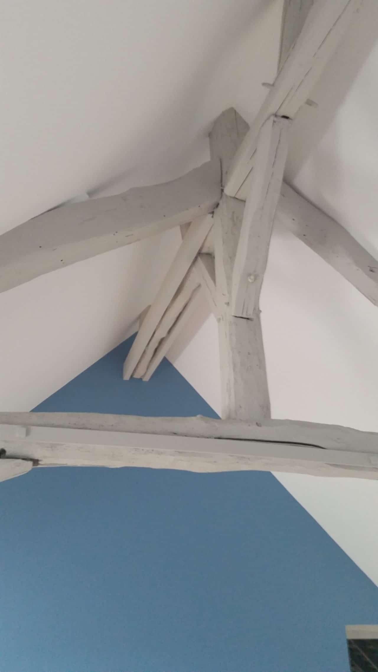 Détail plafond rampant avec isolant thermique sous rampant