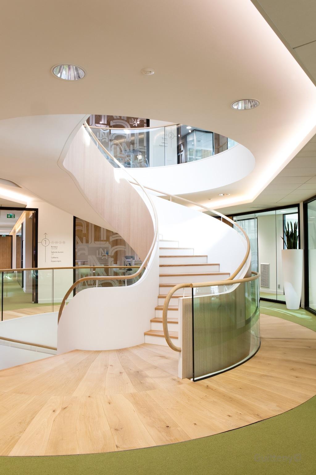 Enduit plâtre paillasse d'escalier, habillage trémie circulaire en plaque de plâtre avec gorge lumineuse