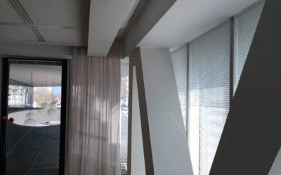 Habillage en plaque de plâtre de poteau et décaissé de plafond en façade (Bureau)