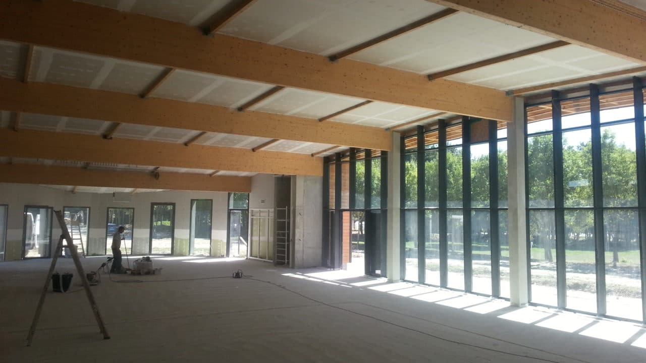 Plafond écran phonique et thermique avec isolant salle de spectacle