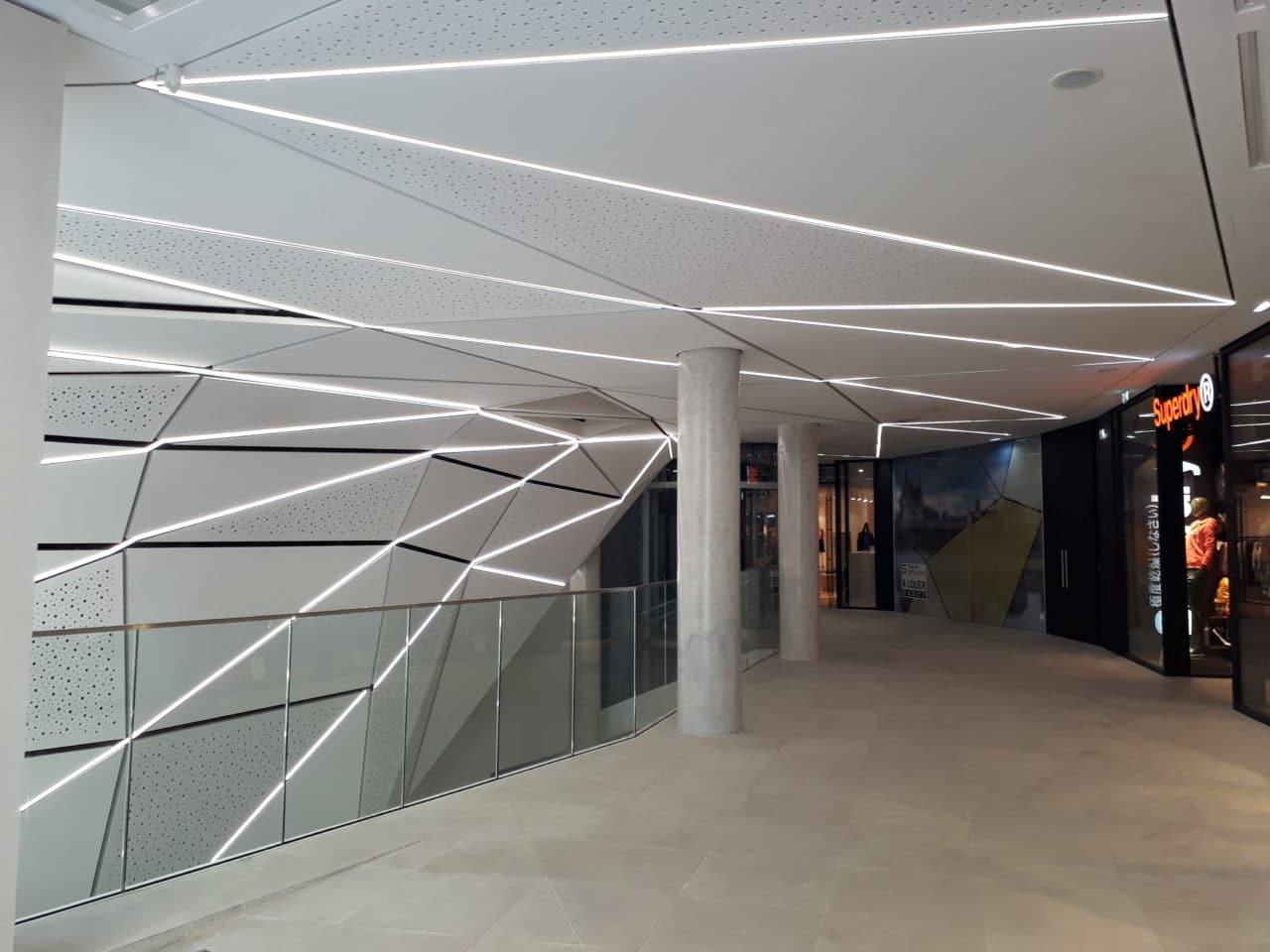 Plafond décoratif et acoustique en plaque de plâtre, réalisation usinage numérique