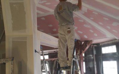 Plafond rampant en plaque de plâtre coupe feu + isolant (bistrot)