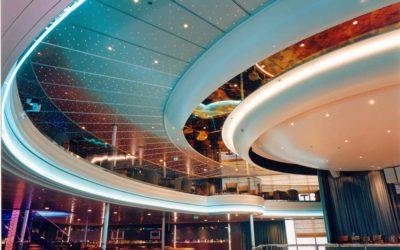 Salle de spectacle navire de croisière NAPOLÉON BONAPARTE, élément en staff circulaire formant bandeaux lumineux et coupole inversée
