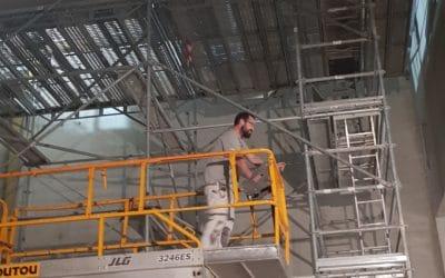 Salle les Pierres Blanches St Jean de Boiseau plafond thermique et acoustique grande hauteur