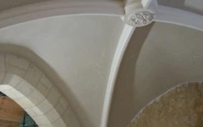 Voûte plâtre d'église enduit plâtre traditionnel réalisé sur brique de terre cuite