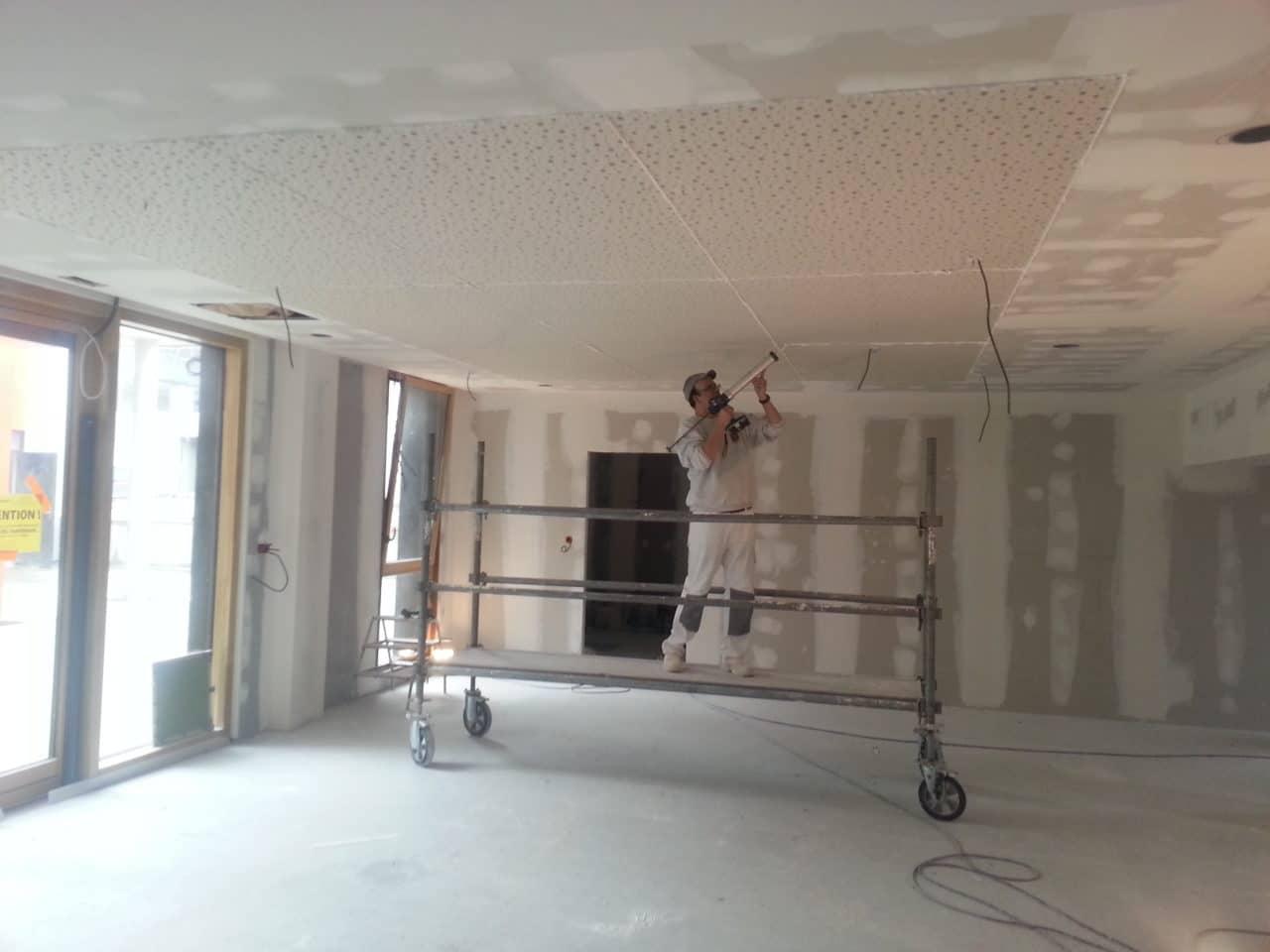 plafond plaque de plâtre perforée acoustique et décoratif